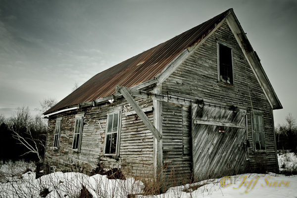 Abandoned barn in Jefferson, NH