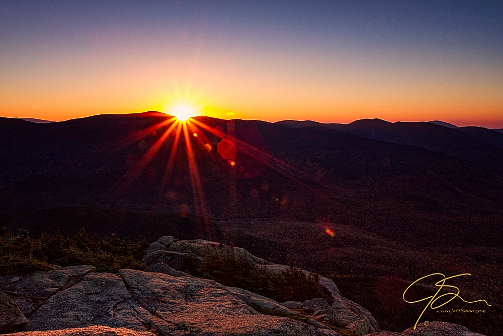 lens_flare_in_a_mountain_sunrise_8000-Edit
