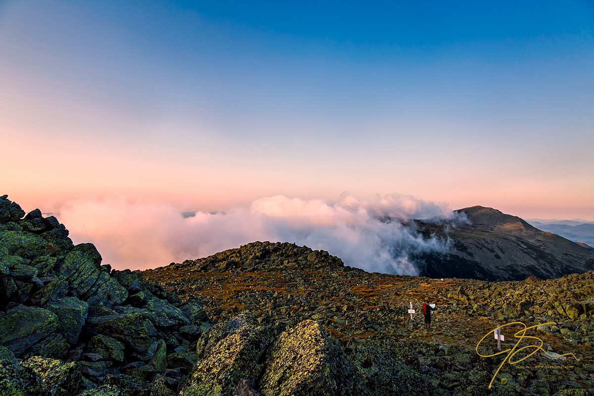 mount_adams_with_hiker_in_foreground_7022-edit